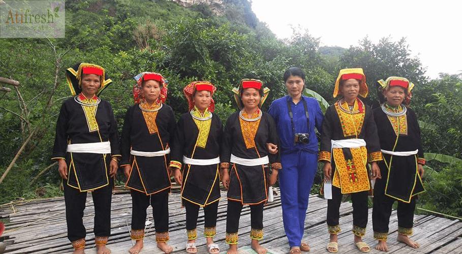 Chị em người Dao làm thổ cẩm nâng cao giá trị