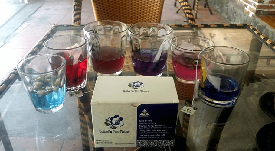Thử các màu sắc trà với hoa đậu biếc
